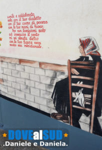 Immagine murales con poesia a Montegiordano