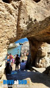 Insenatura nella roccia a Marina Serra