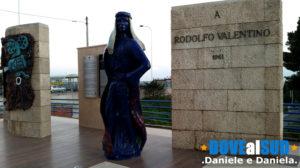 Statua di Rodolfo Valentino Castellaneta