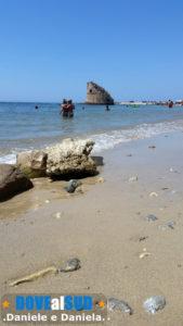 Spiaggia di Torre Pali con sabbia e pietre