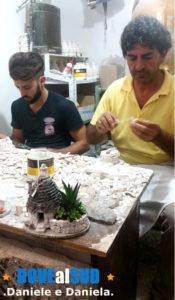 Artigiani locali trulli in miniatura di Alberobello