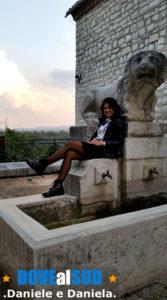 Fontana con leone di pietra a Venosa