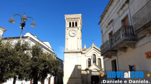 Chiesa del Purgatorio con campanile e orologio.