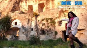 Case grotta tra gravina e villaggio rupestre