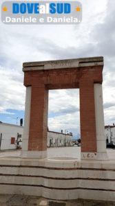 Monumento fontana in Piazza Gramsci