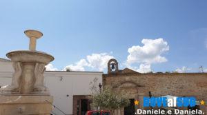 Piazza Sant'Antuono fontana e chiesetta