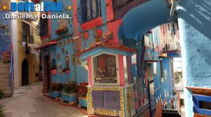 Strada con case colorate presso Vietri sul Mare Marina