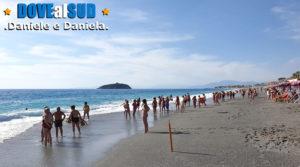 Spiaggia e mare con Isola di Cirella