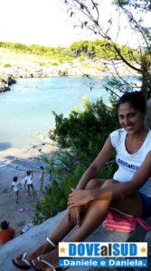 Baia di Porto Badisco con spiaggia di sabbia e roccia