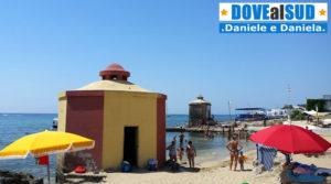 Spiaggia libera di Santa Maria di Leuca con bagnarole